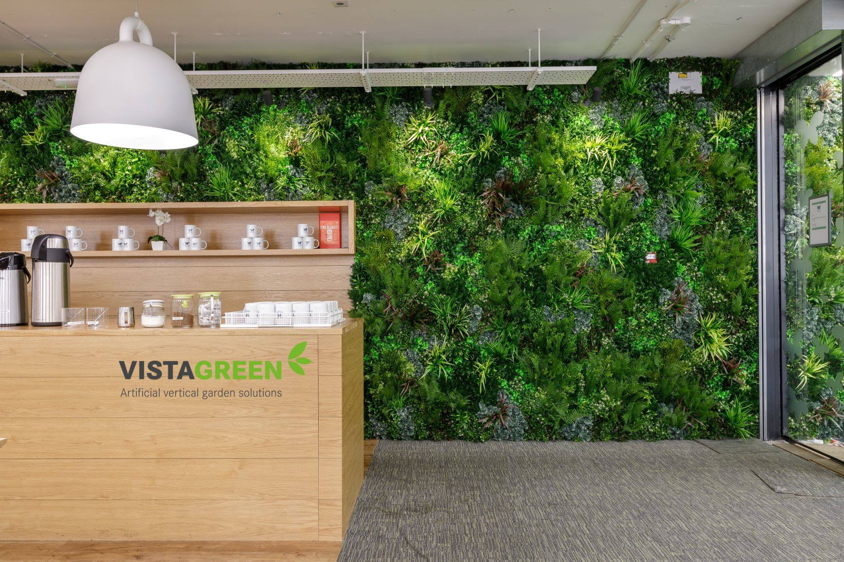 Commercial-green-wall-for-business-artificial-living-wall-panel-vistagreen-acoustics